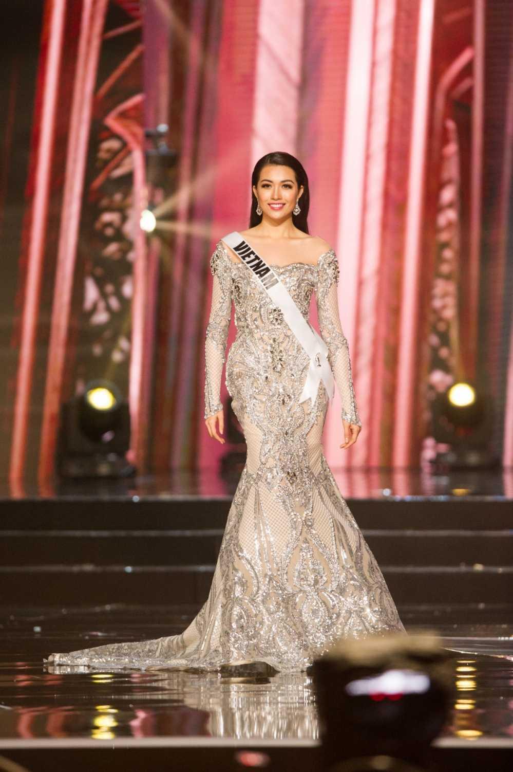Le Hang toa sang trong dem ban ket 'Miss Universe 2016' hinh anh 3