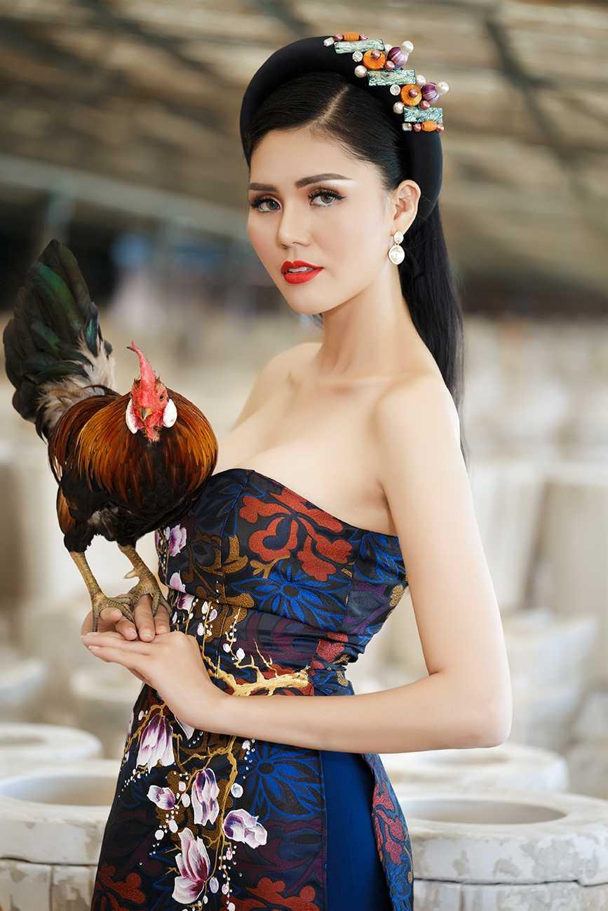 Sau khi cong khai sua mui, A hau Kim Nguyen tu tin xuat hanh dau nam hinh anh 1