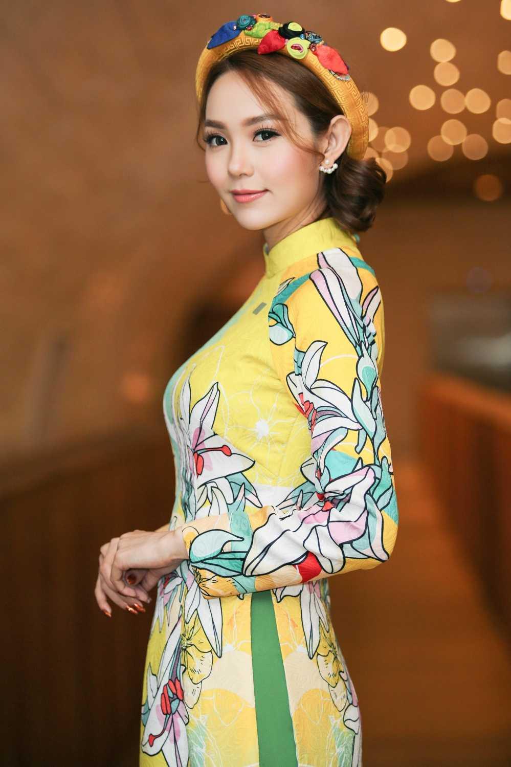 Minh Hang tuoi tan sanh doi cung tay dua so 1 the gioi hinh anh 1