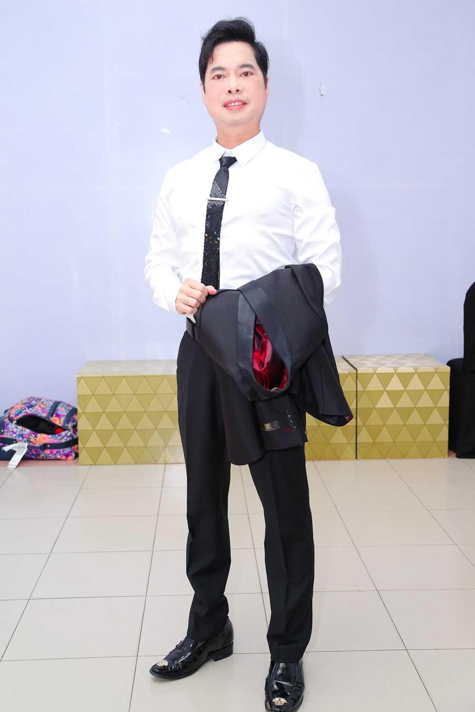 Mr. Dam va Quang Le lam hoa, cung nhau ngoi 'ghe nong' hinh anh 5
