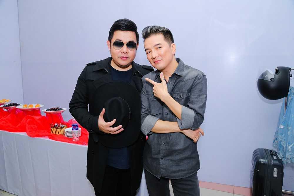 Mr. Dam va Quang Le lam hoa, cung nhau ngoi 'ghe nong' hinh anh 2