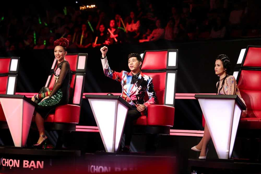 The voice: Dong Nhi, Toc Tien 'lap doi' gianh hot boy voi Noo Phuoc Thinh hinh anh 2
