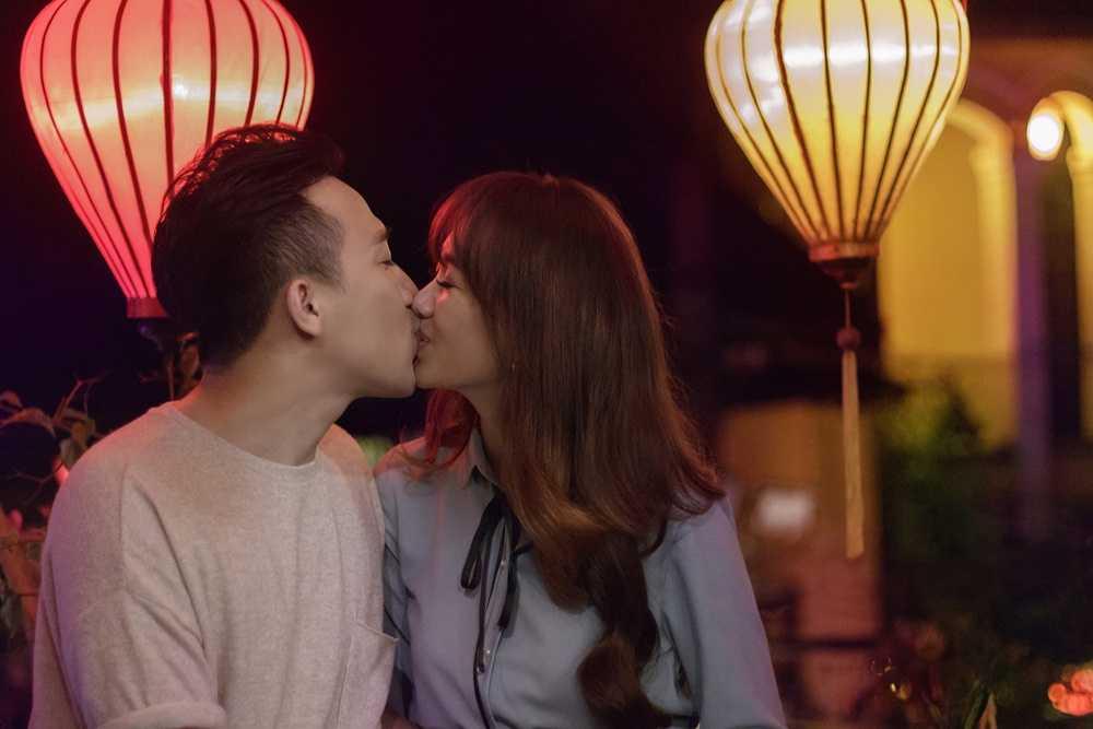 Hari Won – Tran Thanh lam nao loan pho co Hoi An hinh anh 1