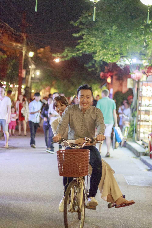 Hari Won – Tran Thanh lam nao loan pho co Hoi An hinh anh 2