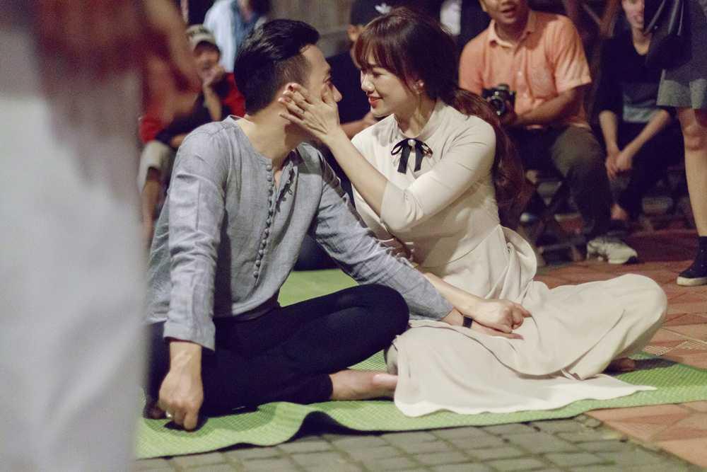Hari Won – Tran Thanh lam nao loan pho co Hoi An hinh anh 3