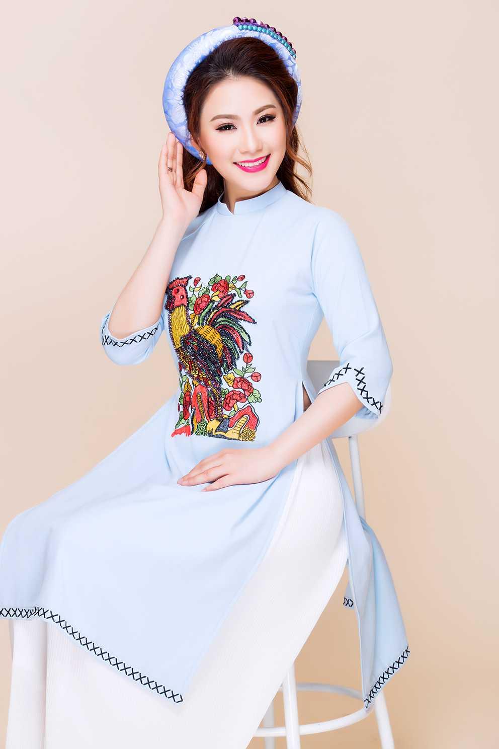 Luong Bich Huu tre trung, khoe sac trong ta ao dai hinh anh 5
