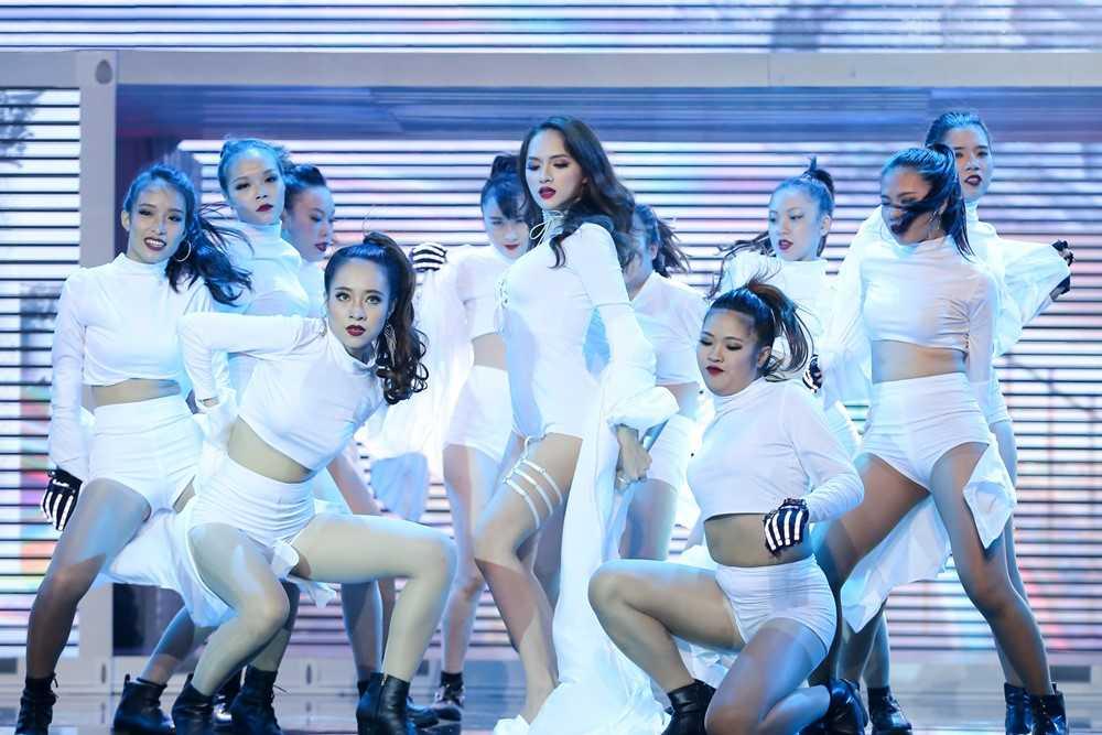 Bao Thy, Yen Trang va nhung chuyen chua ke tai Remix new generation hinh anh 14