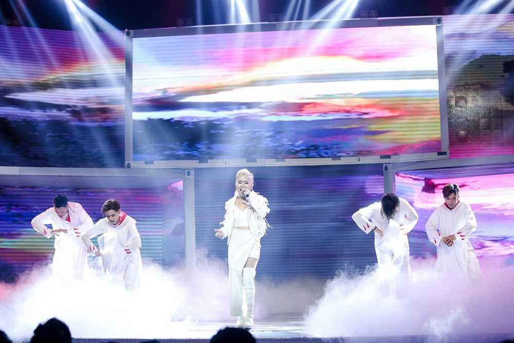 Bao Thy, Yen Trang va nhung chuyen chua ke tai Remix new generation hinh anh 12