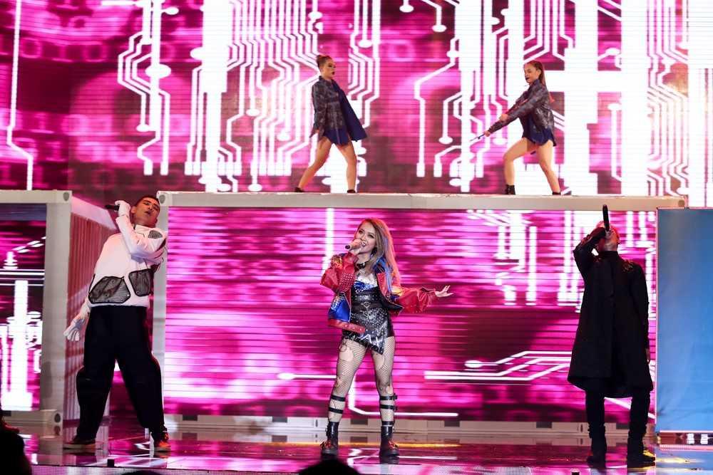 Bao Thy, Yen Trang va nhung chuyen chua ke tai Remix new generation hinh anh 9