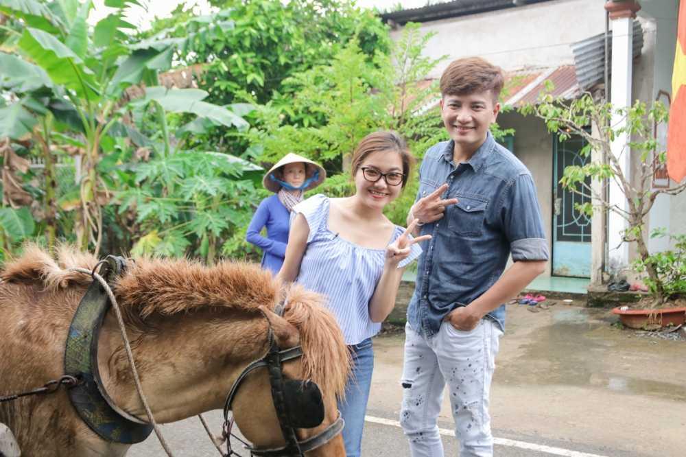 Thanh Ngoc dan Ba Thang ve tham que huong Tien Giang hinh anh 1