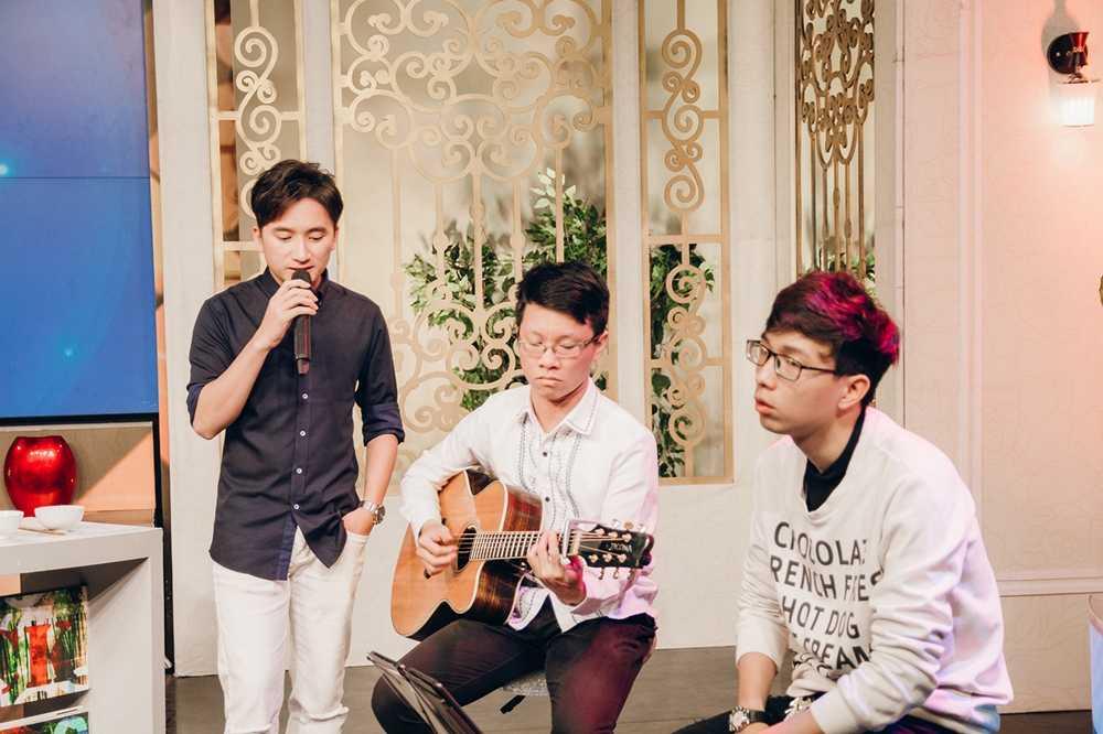 Phan Manh Quynh duoc fan nhi Hai Phong vay quanh hinh anh 6
