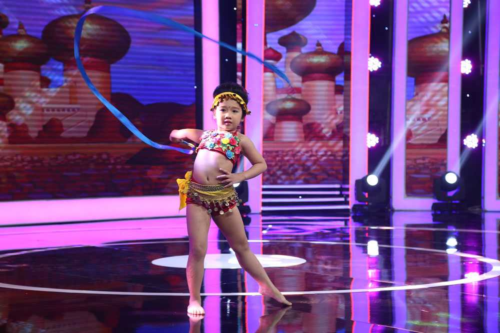 Ngo Kien Huy doi 'tat' Thanh Duy Idol ngay tren san khau hinh anh 2