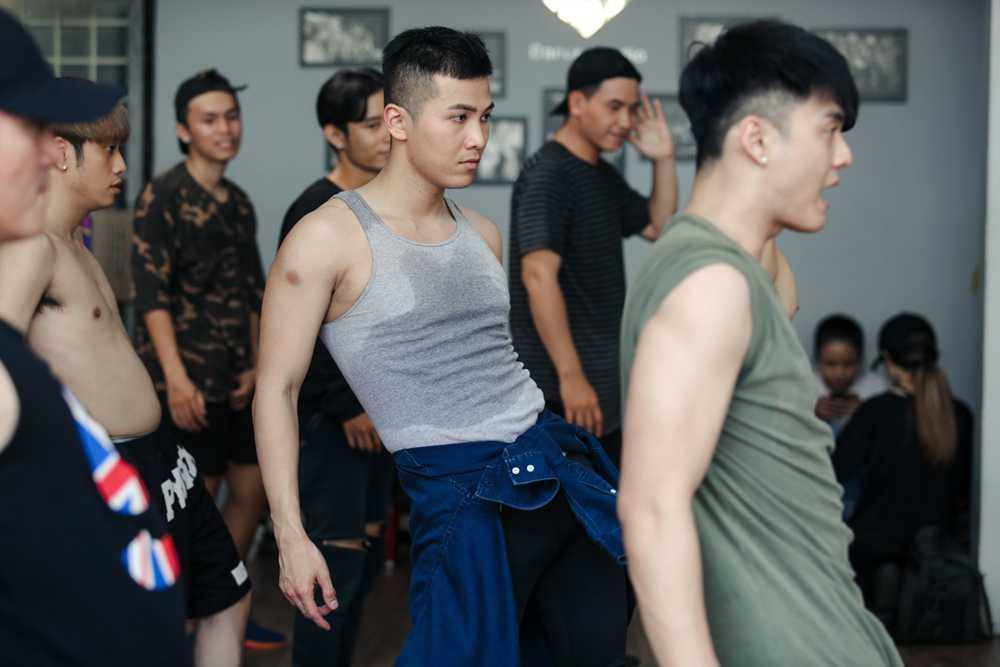 Lam Vinh Hai lan dau xuat hien cung Ly Phuong Chau sau scandal on ao hinh anh 6