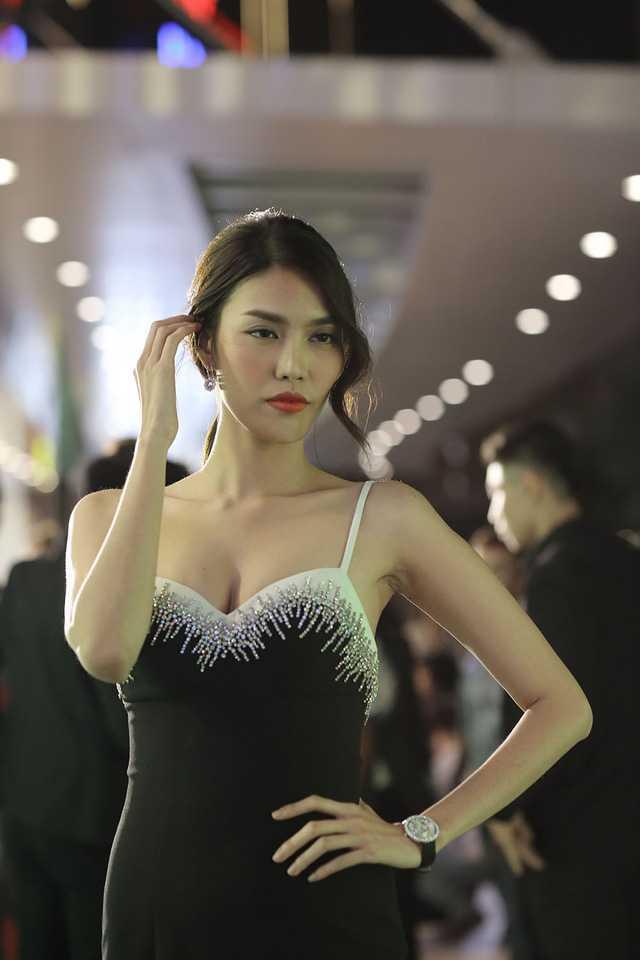 Chay lon le ra mat 'Kong: Skull Island': Lan Khue lo lang vi Ha Anh con tren san khau lam MC hinh anh 2