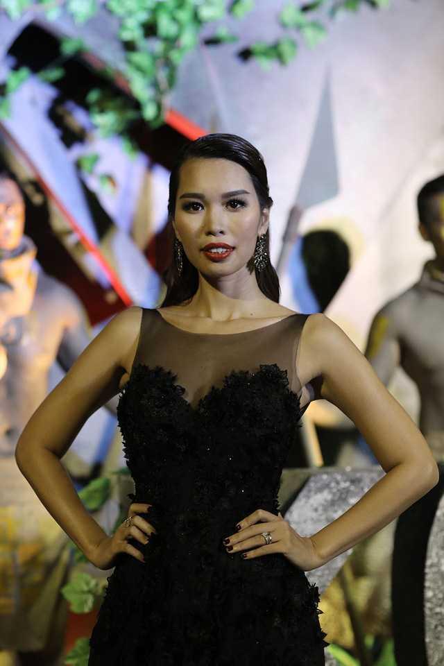Chay lon le ra mat 'Kong: Skull Island': Lan Khue lo lang vi Ha Anh con tren san khau lam MC hinh anh 3