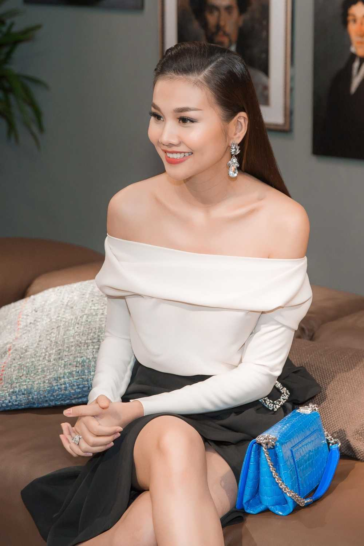 Nguong mo ve dep rang ro cua Thanh Hang du phai lam viec lien tuc hinh anh 1