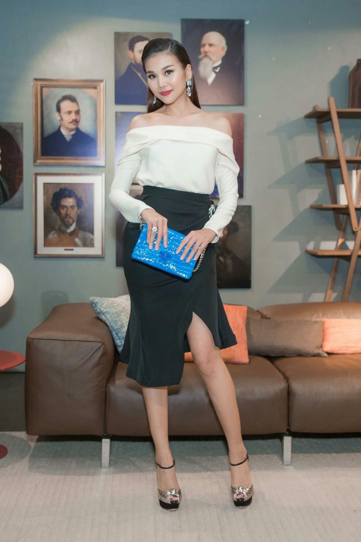 Nguong mo ve dep rang ro cua Thanh Hang du phai lam viec lien tuc hinh anh 4