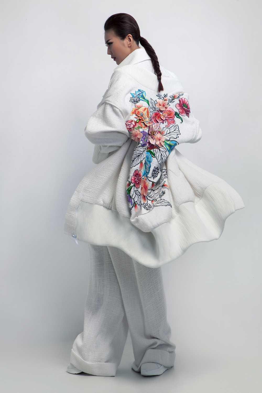 Nguyen Cong Tri mang bo suu tap 'Em hoa' den Tokyo Fashion Week 2017 hinh anh 3