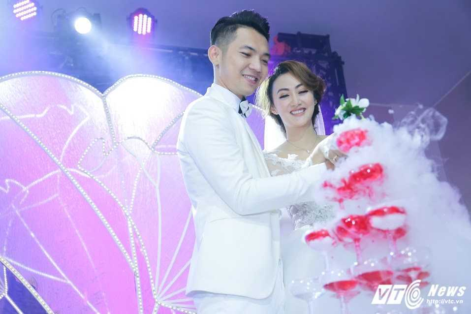 Mai Quoc Viet va vo hanh dong dang yeu trong le cuoi hinh anh 4