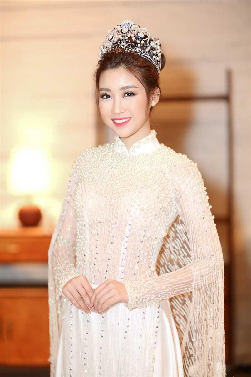Hoa hau Do My Linh dep diu dang voi ao dai hinh anh 1