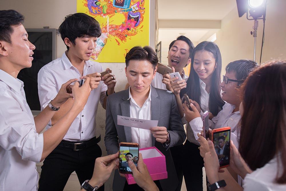 Tran Thanh bat ngo xuat hien trong MV moi cua Phan Manh Quynh hinh anh 1