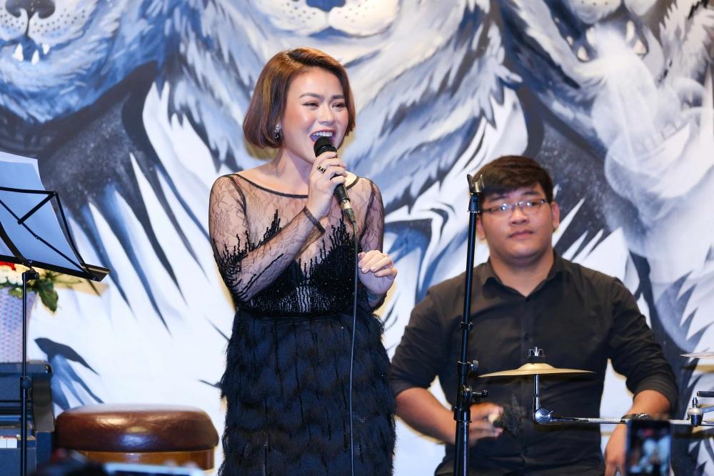 Hai Yen Idol thang hoa voi nhung ca khuc 'Lan song xanh' dinh dam hinh anh 2