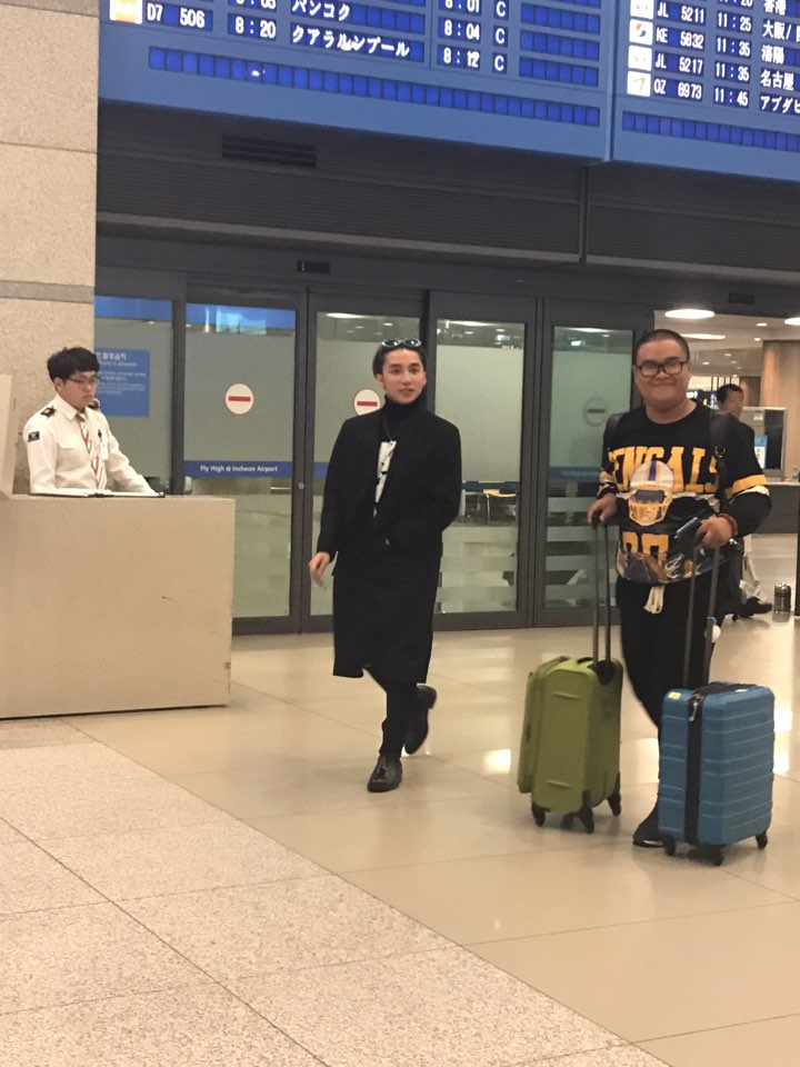 Khong chi hop fan, Son Tung M-TP con 'khuay dao' tai 'Seoul fashion week' hinh anh 1