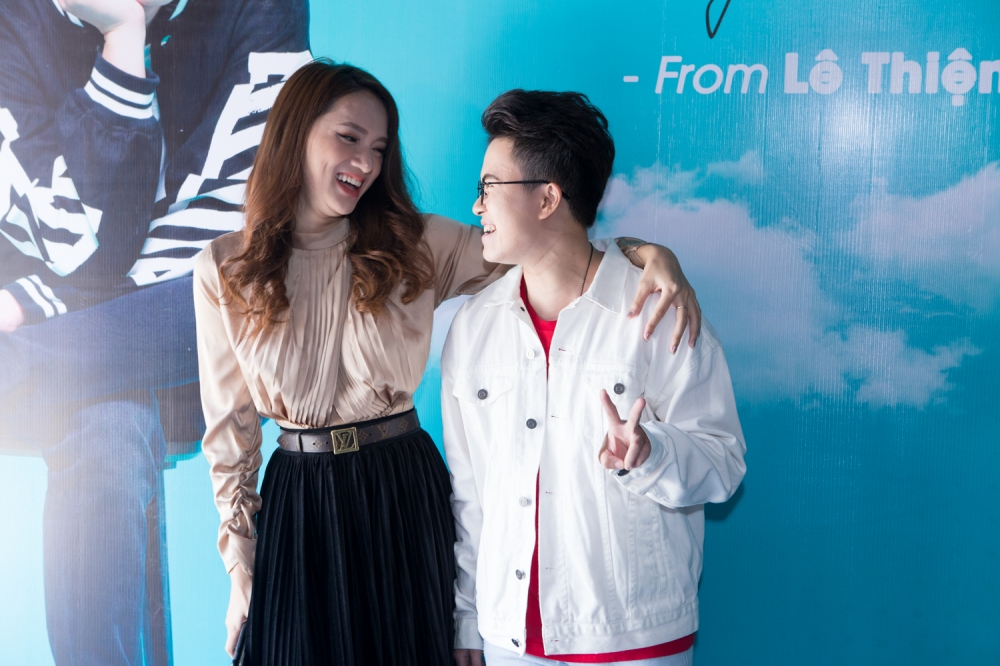 Le Thien Hieu chi muon lam 'chi em tot' voi Huong Giang Idol hinh anh 3