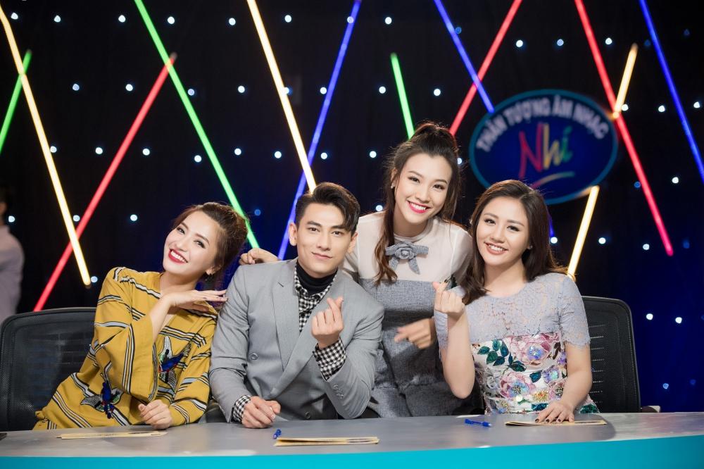 Hoang Oanh xinh dep khi lam MC 'Vietnam Idol Kids 2017' hinh anh 2