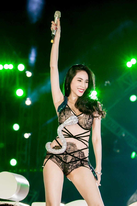 Thuy Tien quyen ru kho cuong, duoc Cong Vinh ho tong di dien hinh anh 3