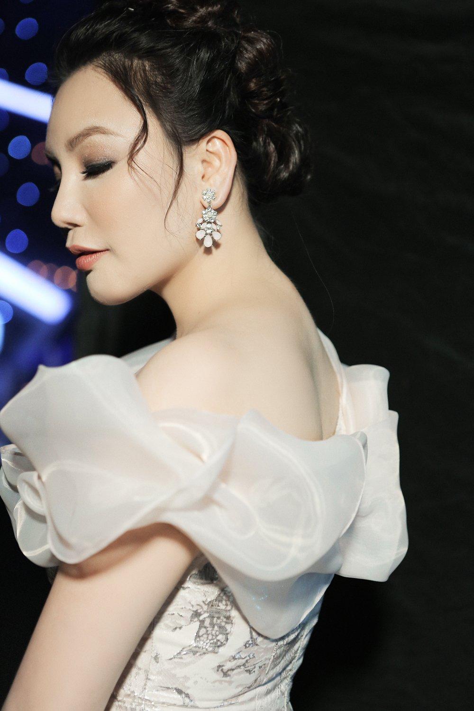 Lau lam moi hat nhac dance, Ho Quynh Huong van giu vung phong do hinh anh 1
