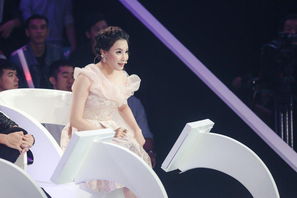 Lau lam moi hat nhac dance, Ho Quynh Huong van giu vung phong do hinh anh 6