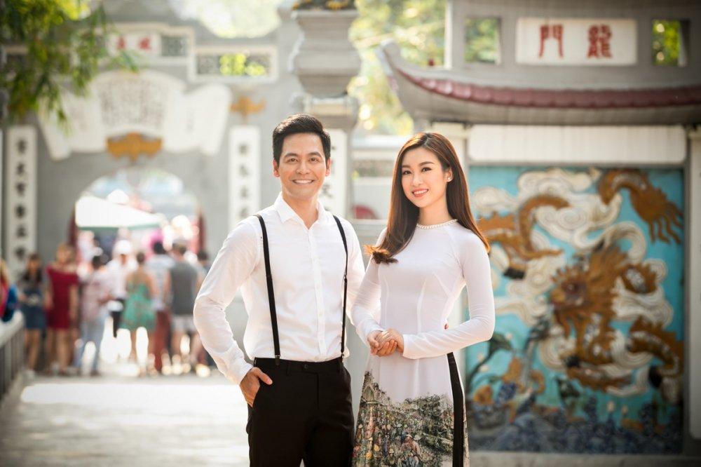Hoa hau Do My Linh quan quyt ben MC Phan Anh hinh anh 1
