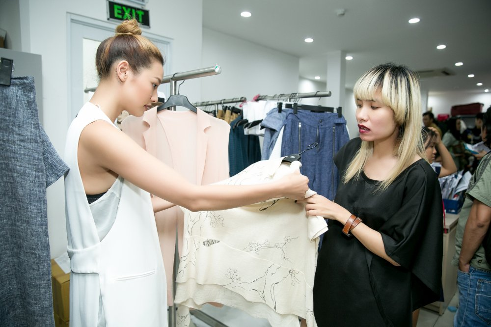 Lilly Nguyen mo man show dien cua nha thiet ke Le Ha hinh anh 3
