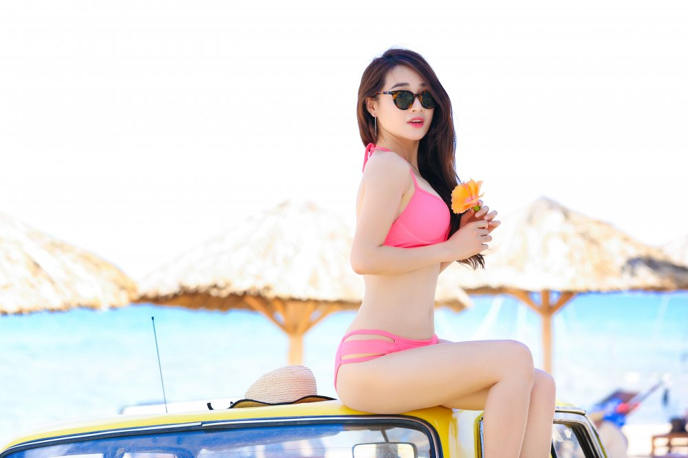 Truong Giang co ghen khi Nha Phuong dien bikini khoe dang the nay? hinh anh 5
