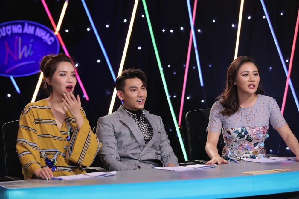 Vietnam Idol Kids 2017: Van Mai Huong nghen ngao truoc co be khiem thi hinh anh 1