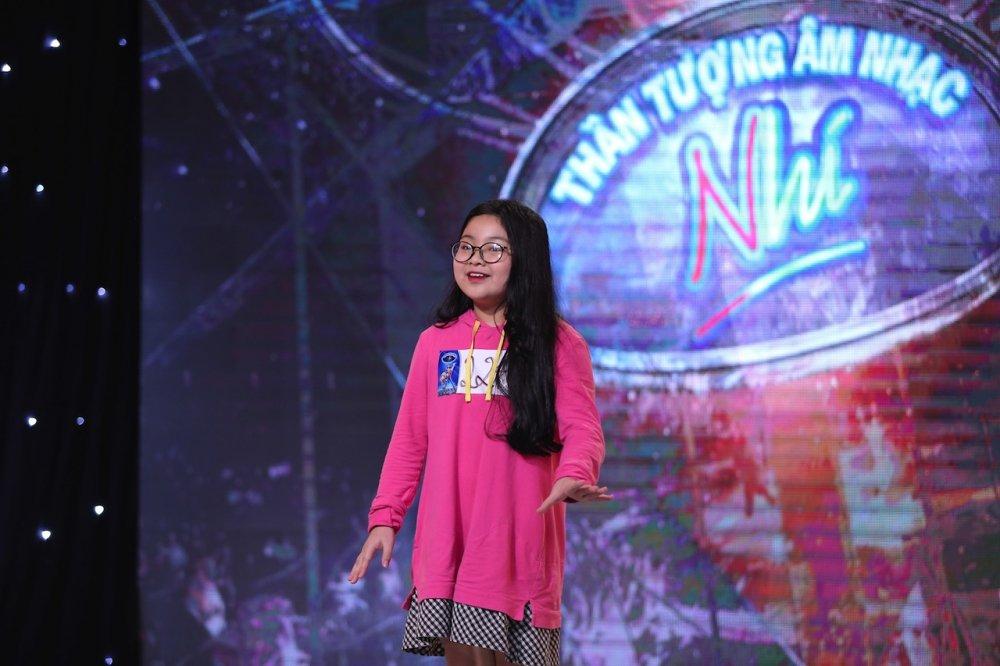 Vietnam Idol Kids 2017: Van Mai Huong nghen ngao truoc co be khiem thi hinh anh 4