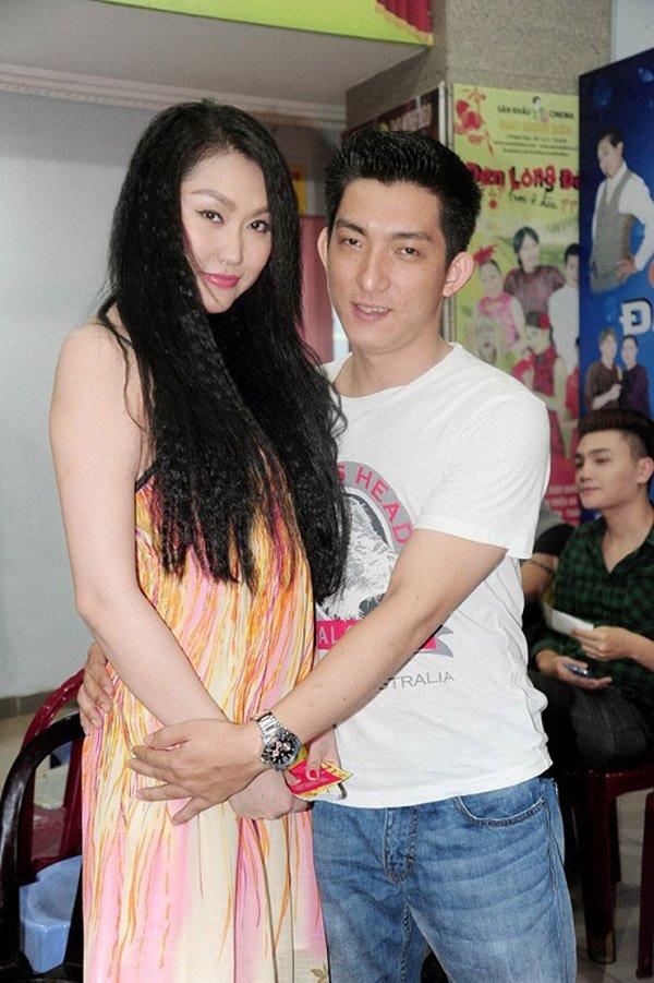 Chong cu Phi Thanh Van mua o to, khoe kiem boi tien hinh anh 4