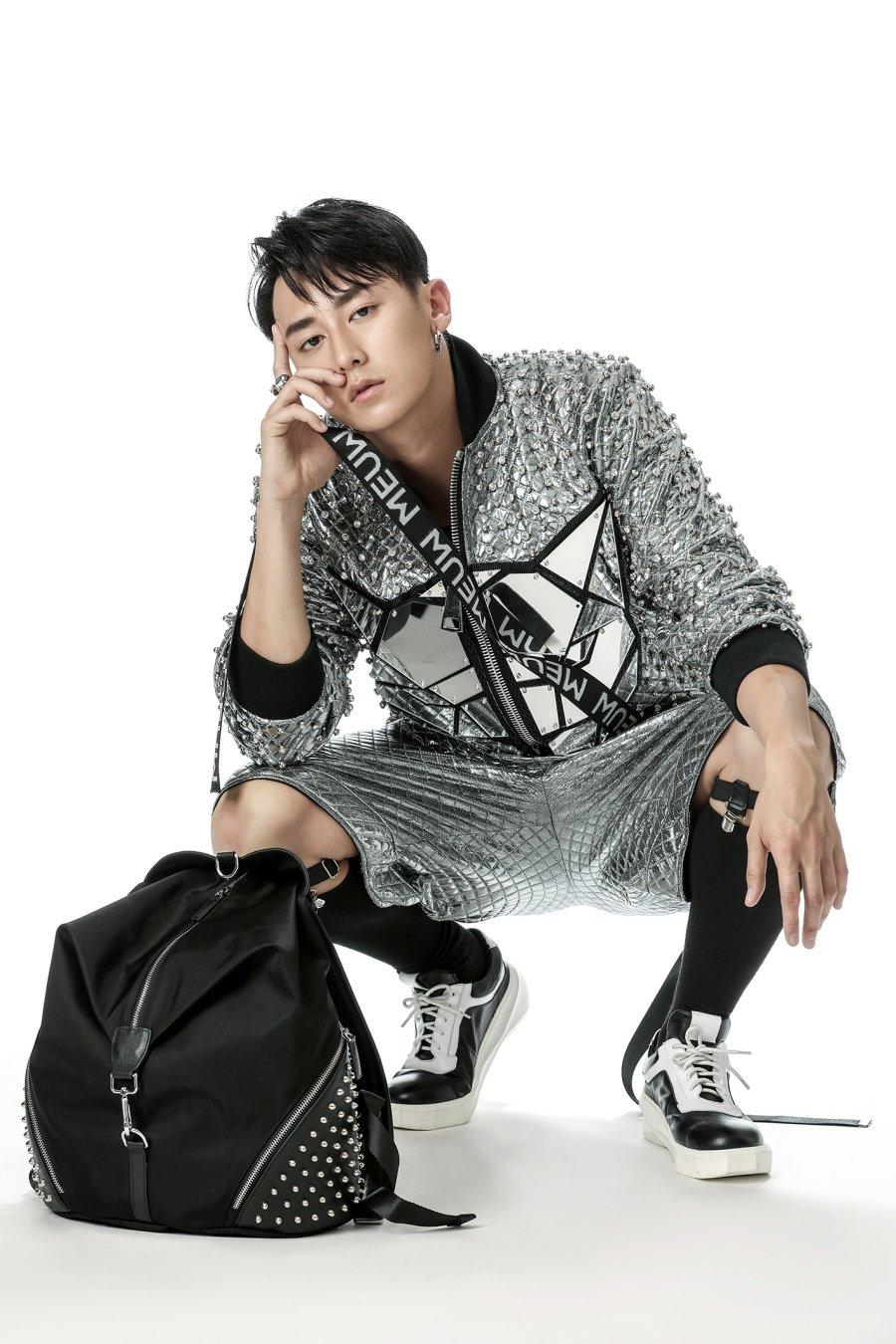 Rocker Nguyen ca tinh trong thiet ke cua Chung Thanh Phong hinh anh 4