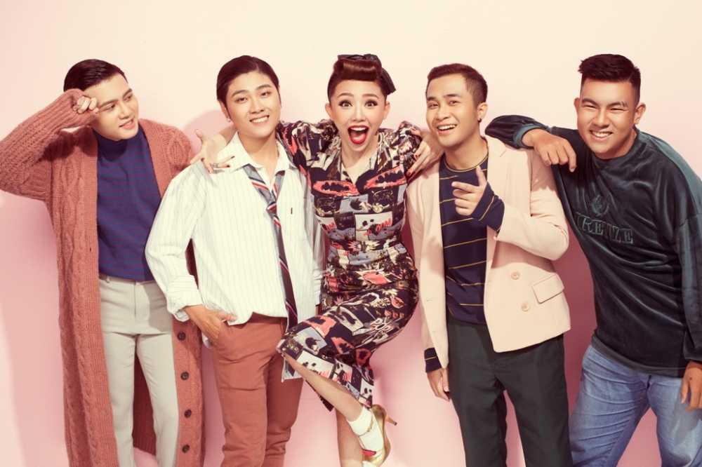 Hoc tro 'The Voice' bi mat tang qua sinh nhat bat ngo cho Toc Tien hinh anh 2