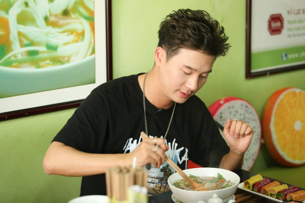 Hari Won thi do banh xeo cung rapper Han Quoc Basick hinh anh 2
