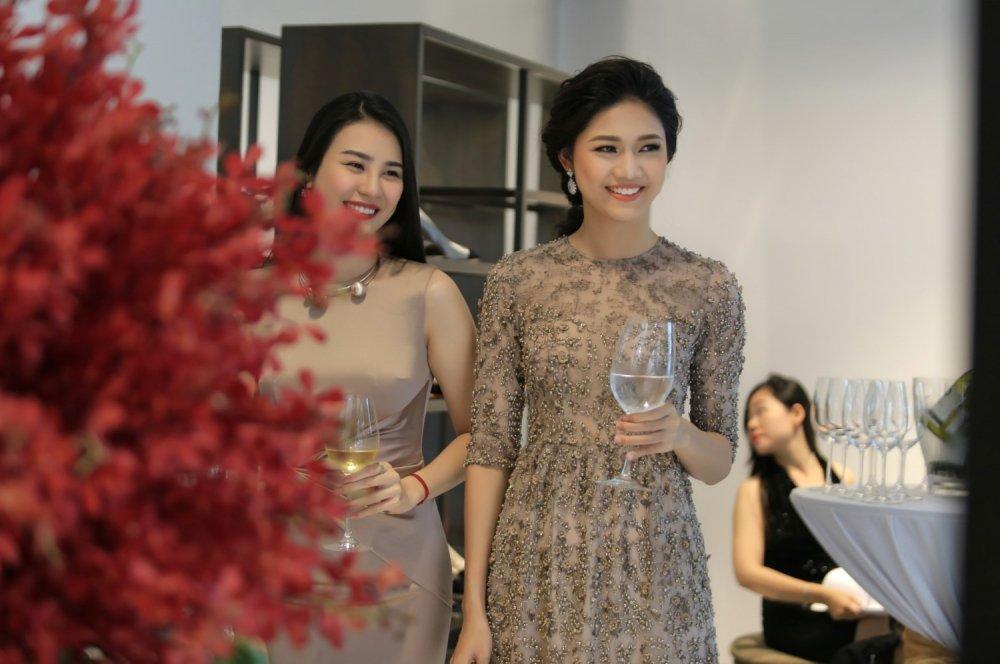 A hau Thanh Tu khoe sac cung dien vien 'Em chua 18' hinh anh 2