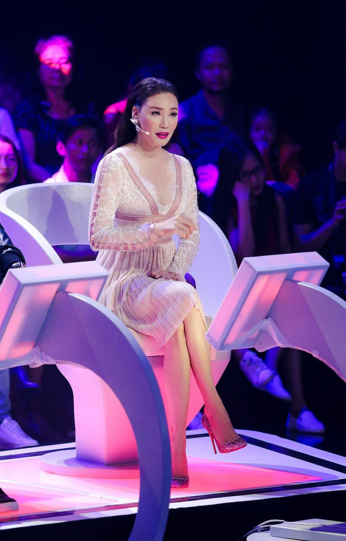 Ho Quynh Huong nhan minh tre hon Hari Won vi chua co chong hinh anh 2