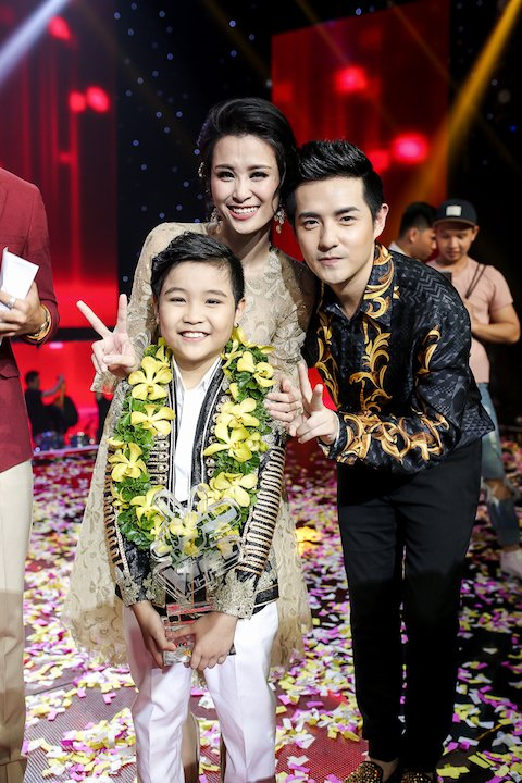 Soobin Hoang Son tro thanh HLV dau tien cua 'Giong hat Viet nhi 2017' hinh anh 1