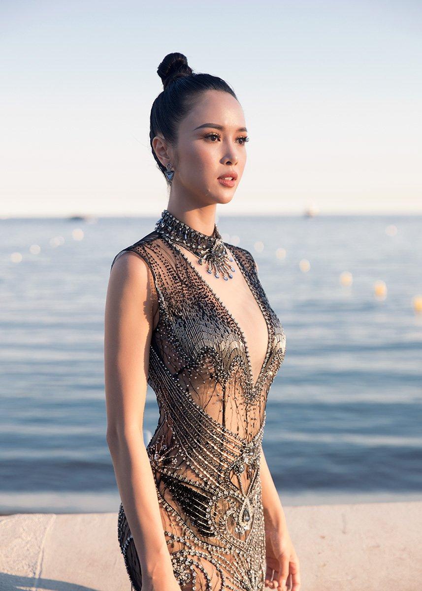 Vu Ngoc Anh dien vay xuyen thau tren tham do be mac Lien hoan phim Cannes hinh anh 4
