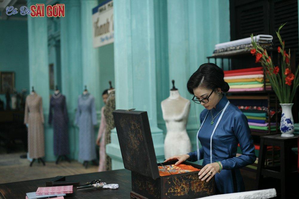 Ngo Thanh Van tu tay may ao dai bang may may thoi xua hinh anh 1