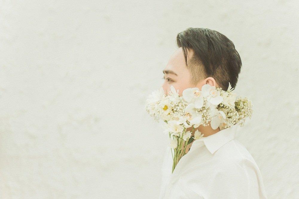 'Thanh mua' Trung Quan bat ngo tro lai voi ban ballad 'lui tim' hinh anh 2