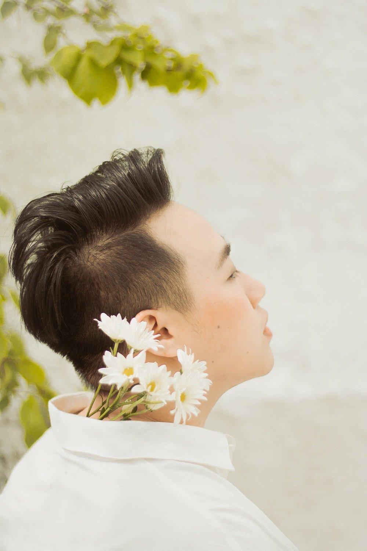'Thanh mua' Trung Quan bat ngo tro lai voi ban ballad 'lui tim' hinh anh 3