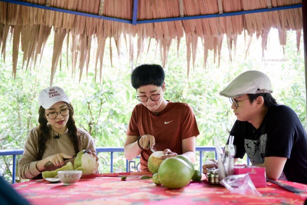 Hoa Minzy ve Ben Tre bat ca cung MC Quang Bao, Hai Trieu hinh anh 3