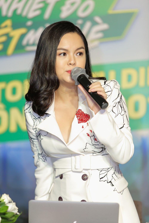 Bao Thy, Bich Phuong mang hit moi khuay dong san khau mua he hinh anh 2